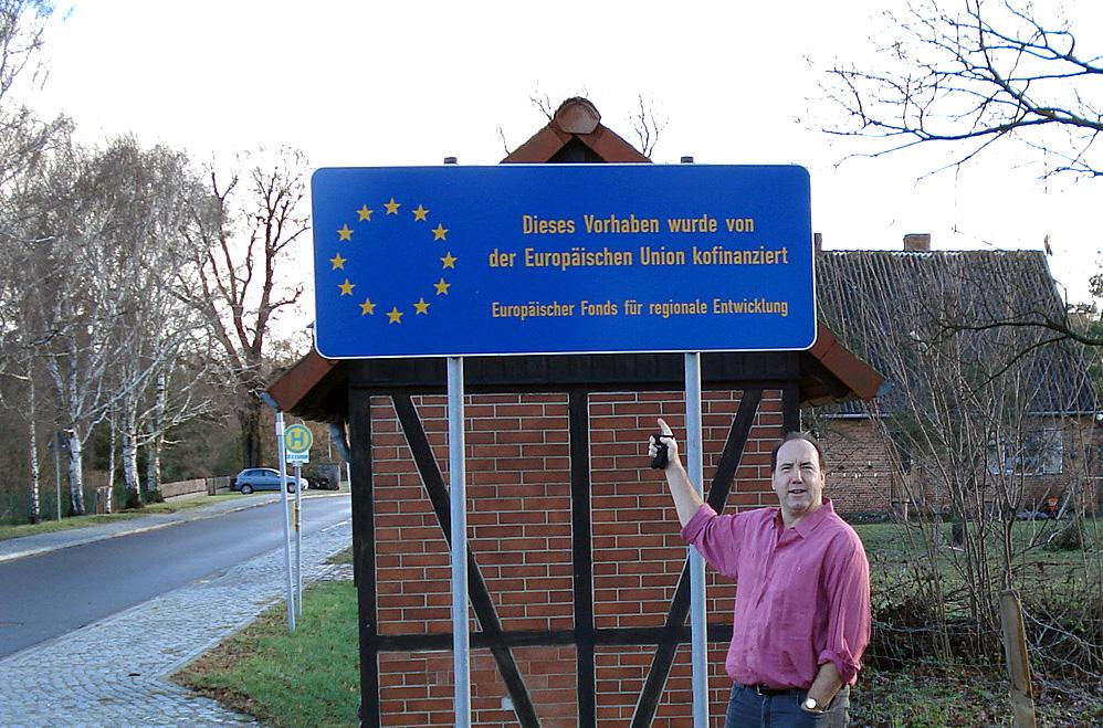 Von dem EU-Fonds EFRE gefördert: Das Bushaltestellenhäuschen