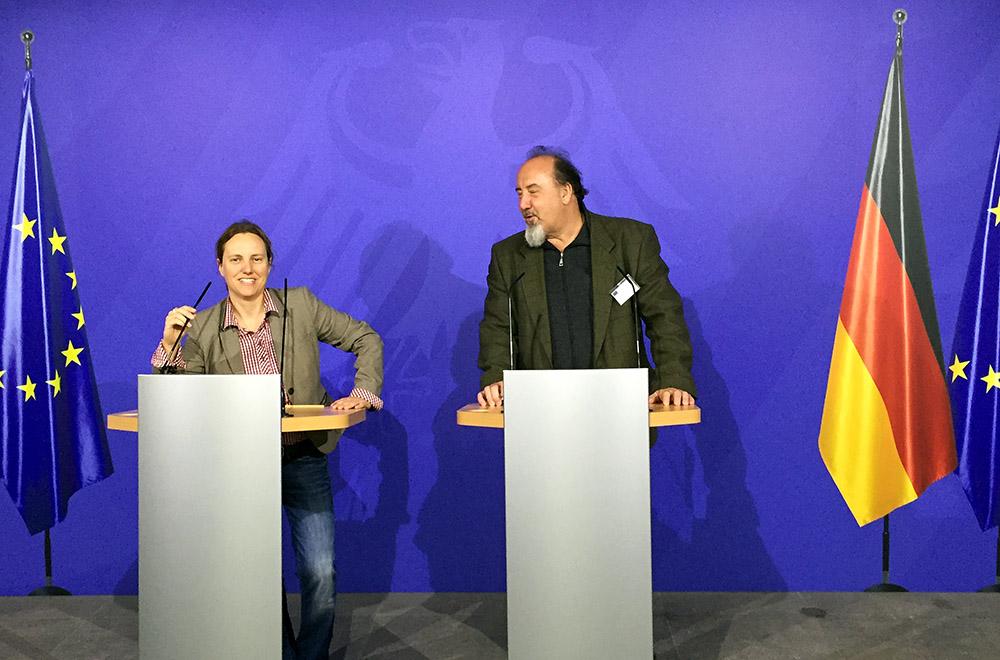 """""""Europa im Blick""""-Dozent*innen proben Pressekonferenz im Bundespresseamt"""