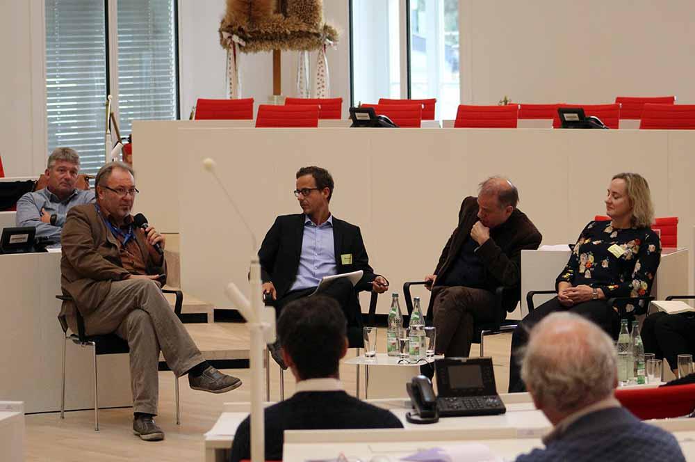 Teach#EU-Konferenz in Potsdam. Referent Hans-Peter Hubert, Geko-Geschäftsführer (links).