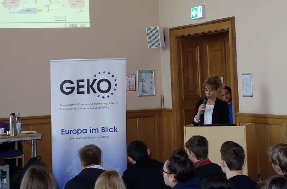 Die stellvertretende Schulleiterin, Frau Morgenroth, führt in die EU-Veranstaltung ein, Potsdam 19.3.2019