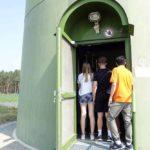 Die Jugendlichen durften das innere des Windrades erkunden. Feldheim 2019